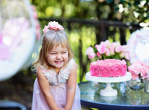 Little girl celebrate Happy Birthday Par