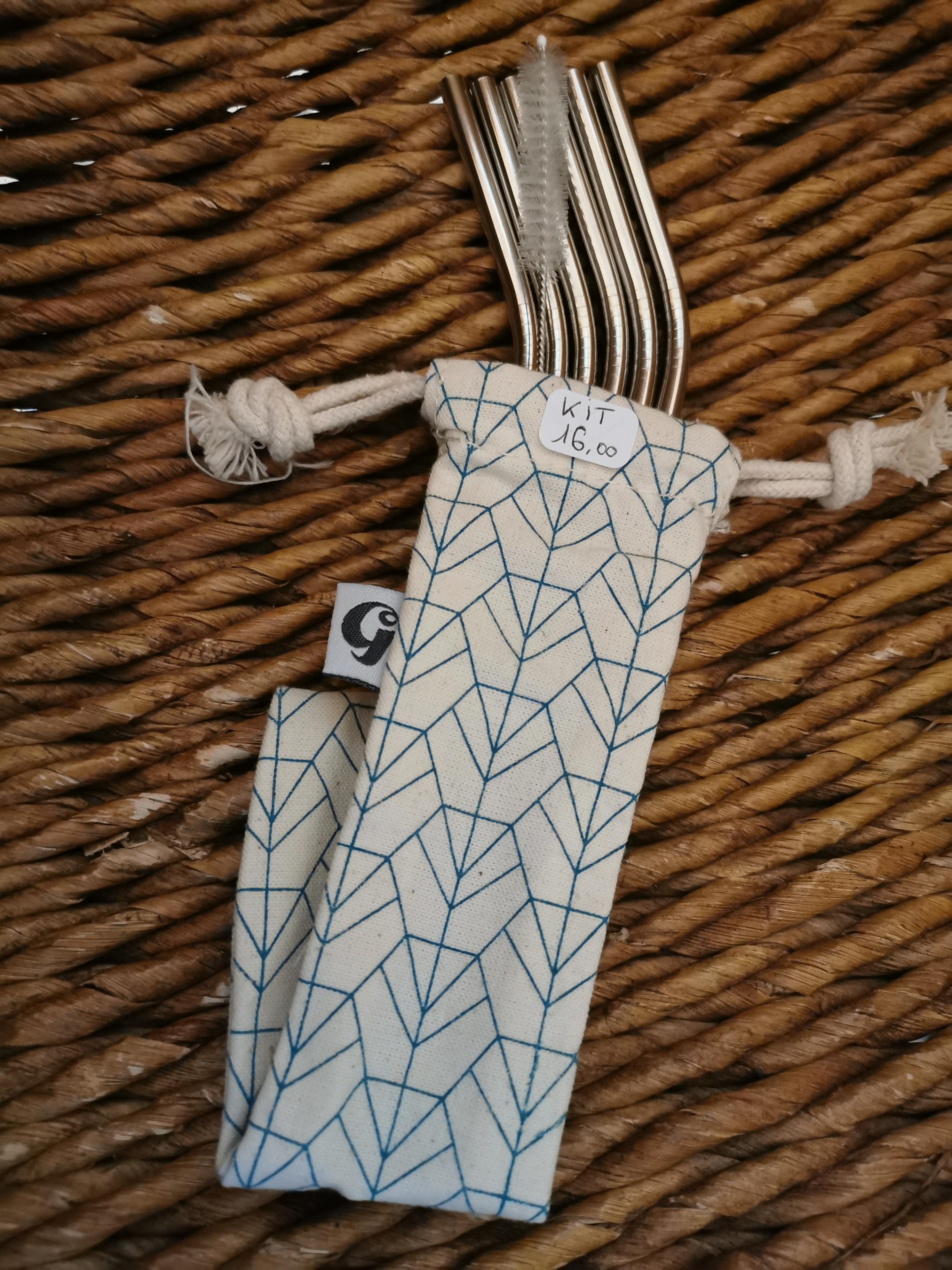 KIT PAILLES 1 - 6 pailles coudées, un goupillon, une pochette - 14,50€