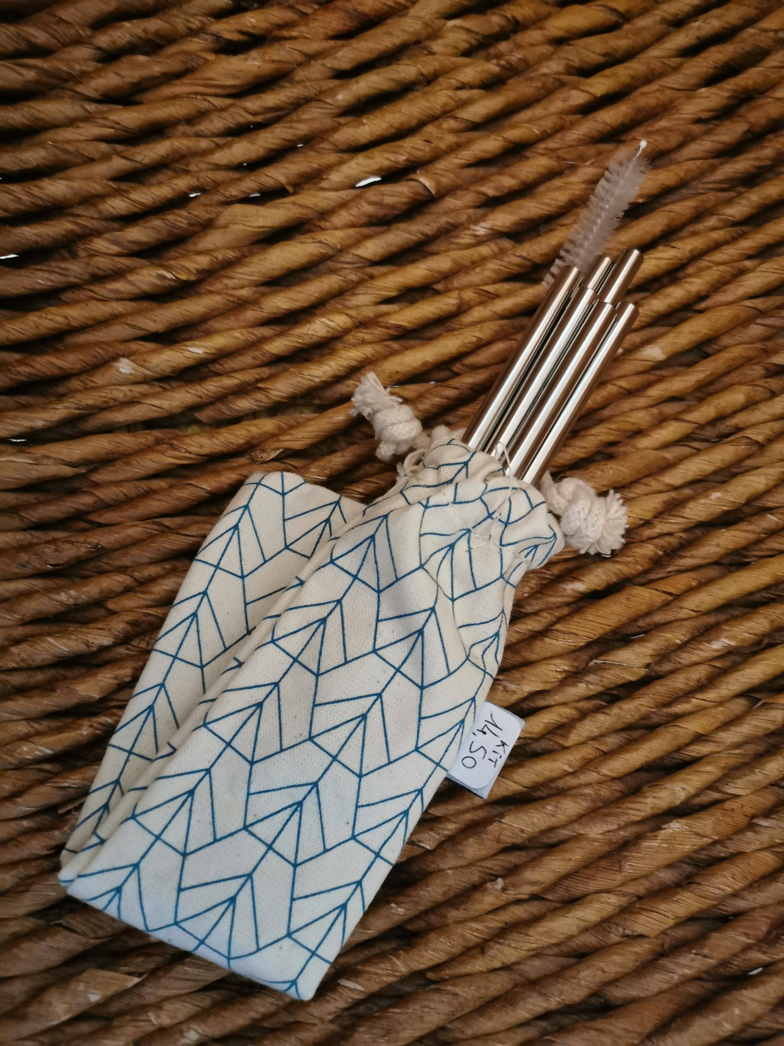KIT PAILLES 2 - 4 pailles droites, goupillon, pochette - 11,50€