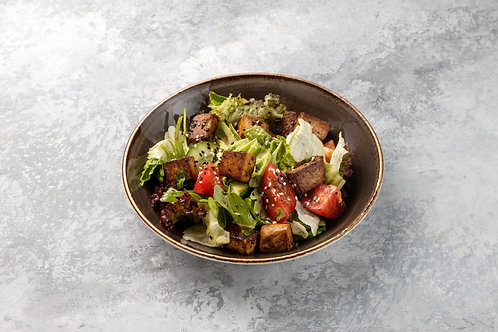 Салат с жареным сыром Тофу, 290 г.