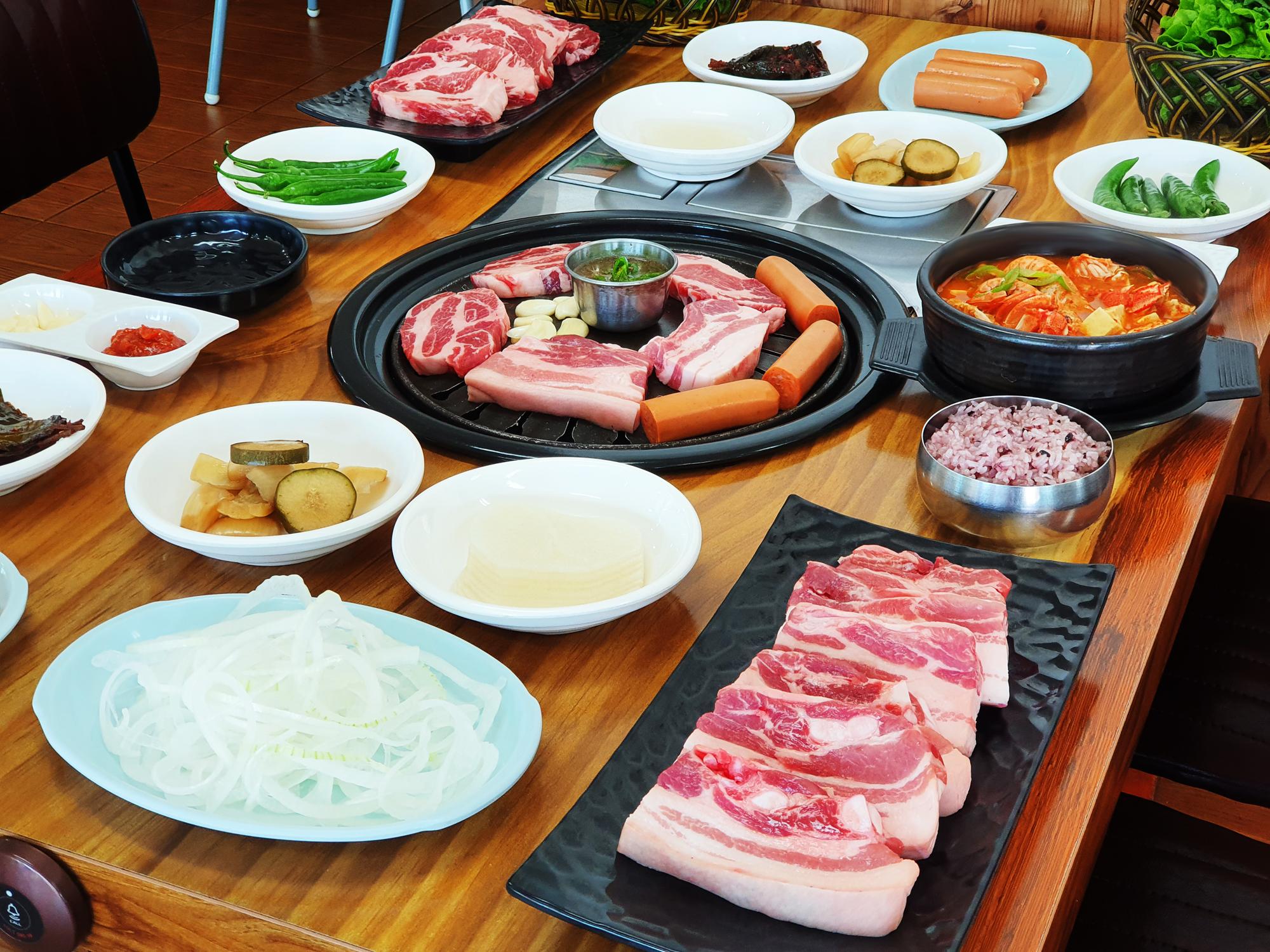 흑돼지 무한리필 식당