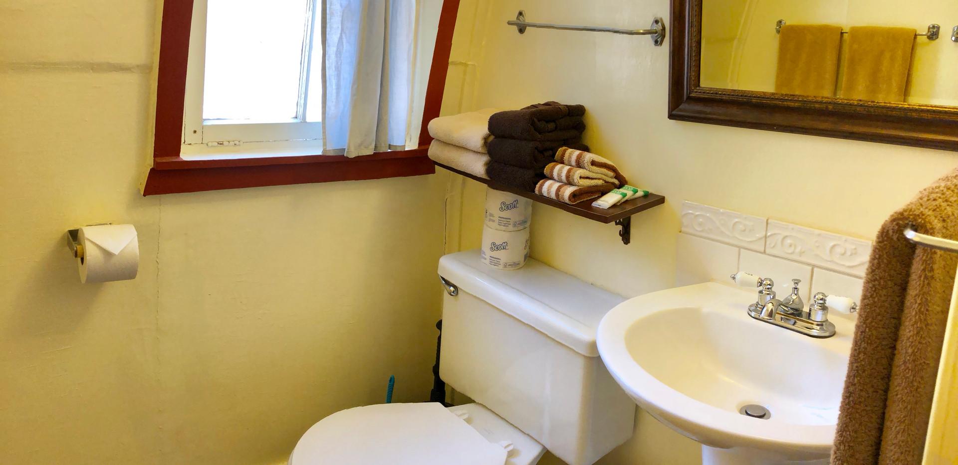 Cabin 11 Bath