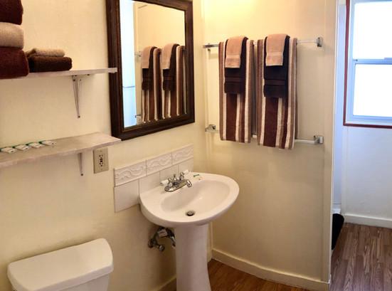 Cabin 8 Bath