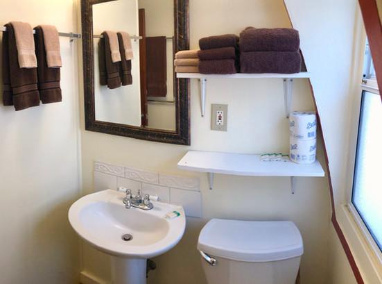 Cabin 13 Bathroom