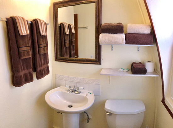Cabin 12 Bath