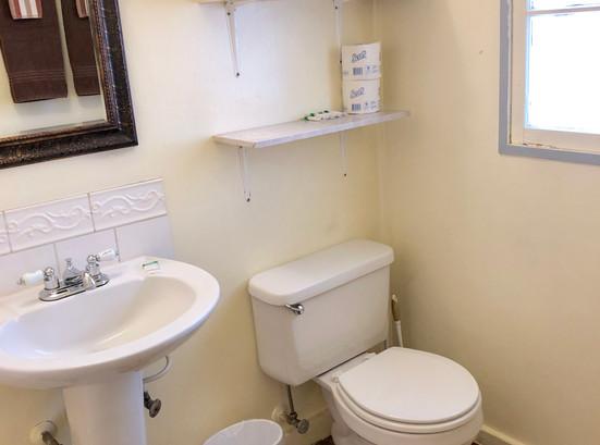 Cabin 2 Bath.jpg