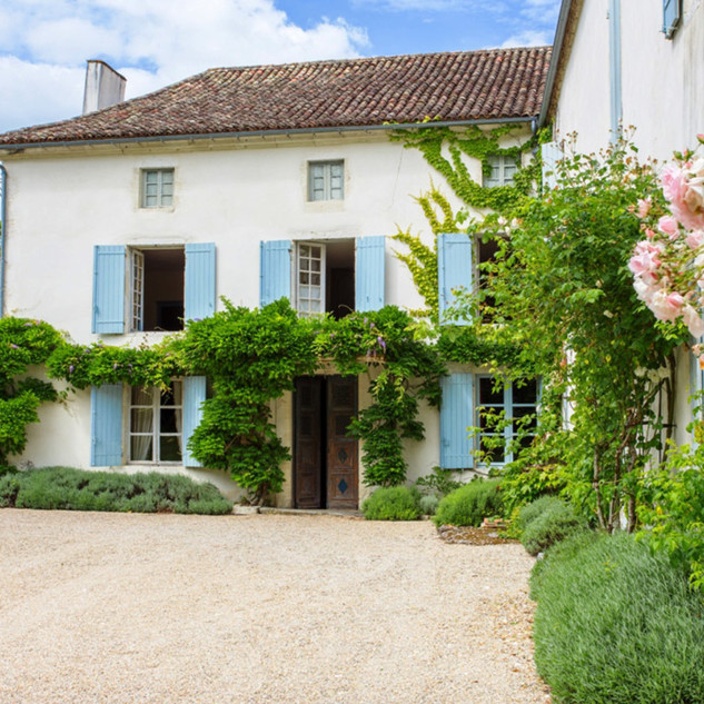 1Bardouly-Chateau-side-view-w-flowers-32
