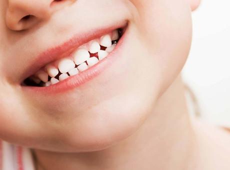 Como cuidar dos dentes de criança a adulto
