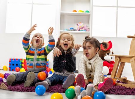 12 Ideias de Brincadeiras para Fazer Dentro de Casa
