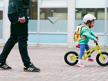 Como ensinar as crianças a andar de bicicleta