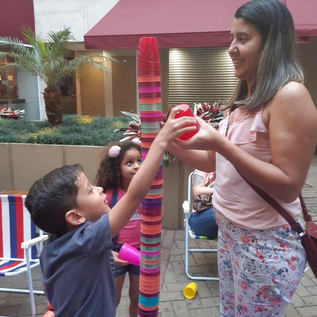 familia brincando juntos