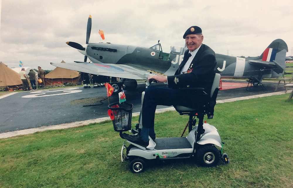 Gordon Prime on his Quingo Flyte in front of Spitfire