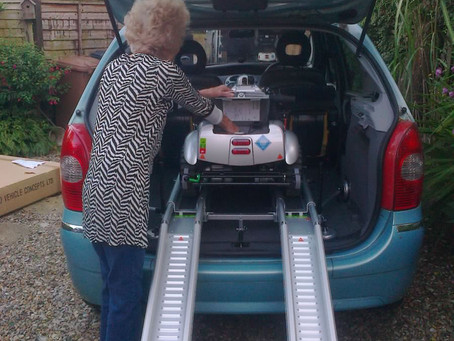 Mrs Watson loading her all new Quingo Flyte in her Citroen Picasso 1999 remotely