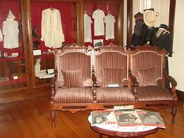Victorian-parlor-300x225.png
