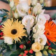 Blumenstrauss in orange-gelben Farben