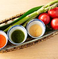 サラダのドレッシングは3種類をかけ比べできます
