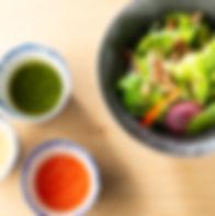 無農薬で栽培した野菜をつかったサラダもありまsあります