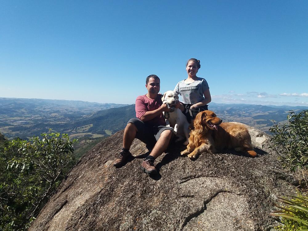cachorro, golden retriever, trilha com cachorro, homem e cachorro, aventura pet, família multiespécie, viajando com pets