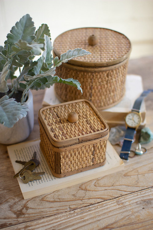 Set of 2 round and square woven cane boxes