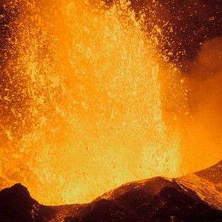 Dreharbeiten auf dem ausbrechenden Vulkan