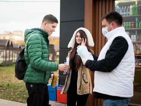 Более одной тысячи масок раздали волонтеры жителям Солнечногорска
