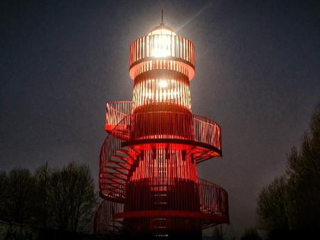 10-ти метровый маяк установили на новой набережной озера Сенеж в Солнечногорске