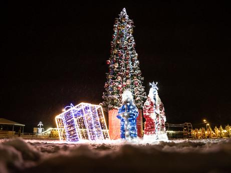 Новогоднюю иллюминацию зажгли на 13 елках Солнечногорья