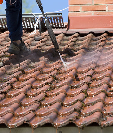 Washing the roof with a high pressure wa