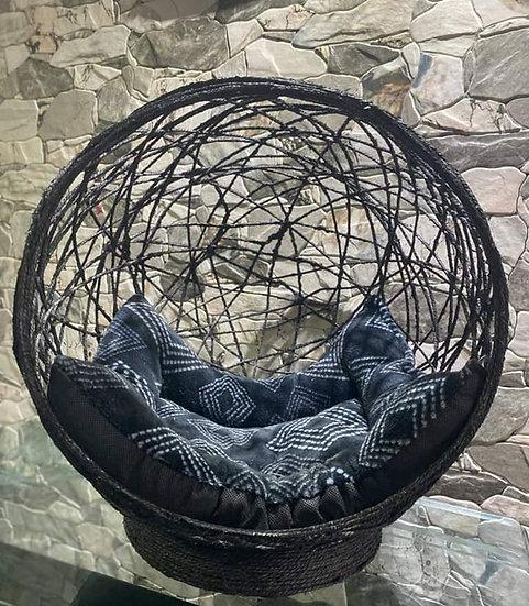 Cama artesanal tipo media esfera para gatos
