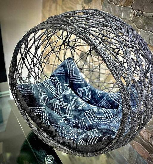 Cama artesanal tipo esfera para gatos