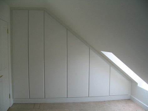 Made to measure attic wardrobes, BA3