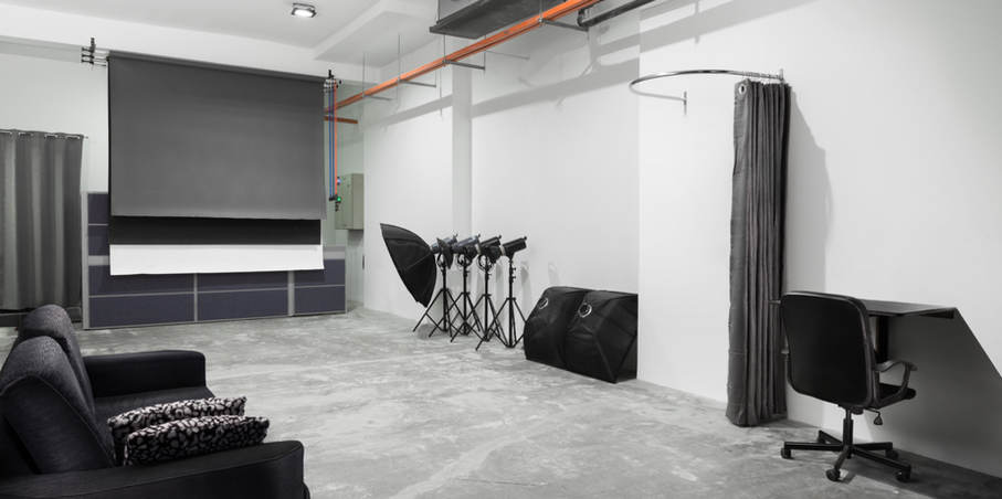 Studio ( B )