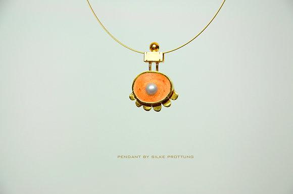 Orange mit Perle