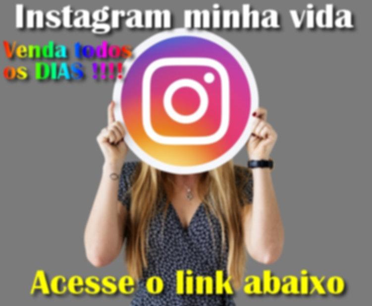 mulher-mostrando-um-icone-do-instagram_5