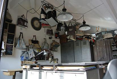 mon atelier à fabrégas, j'y confectionne tous les sacs et les cabas en pièce unique.