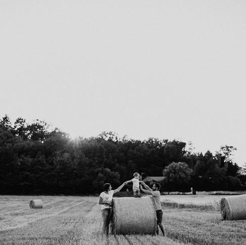 Une séance photo famille dans les champs à Montélimar