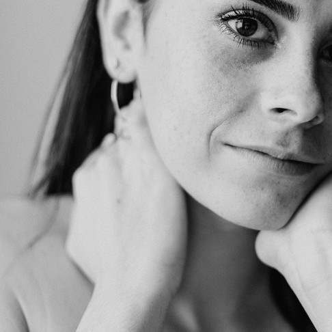 Une séance photo portrait intimiste en studio