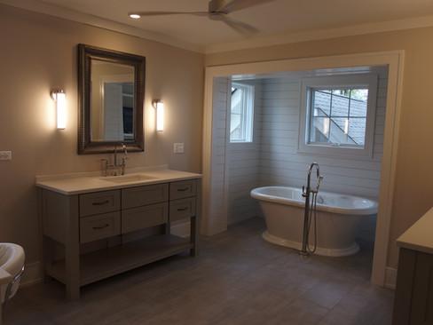 Master Bath w/ Console Vanity