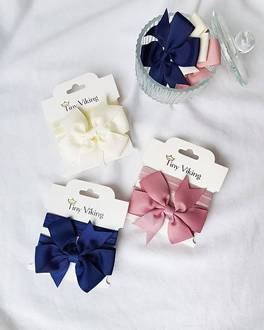 Cute little bows 😍 Perfect for everyday