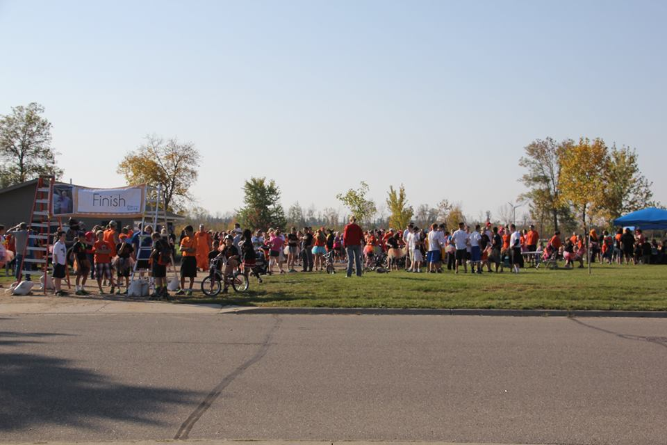 Starting line crowd photo