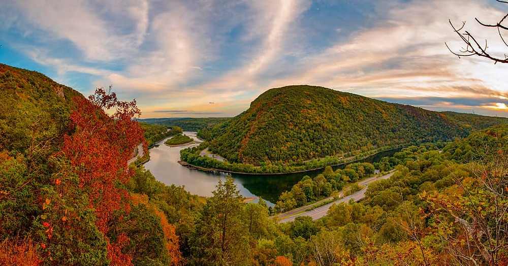Mount Tammany Hike Fall Folliage, one of the best hikes in new jersey