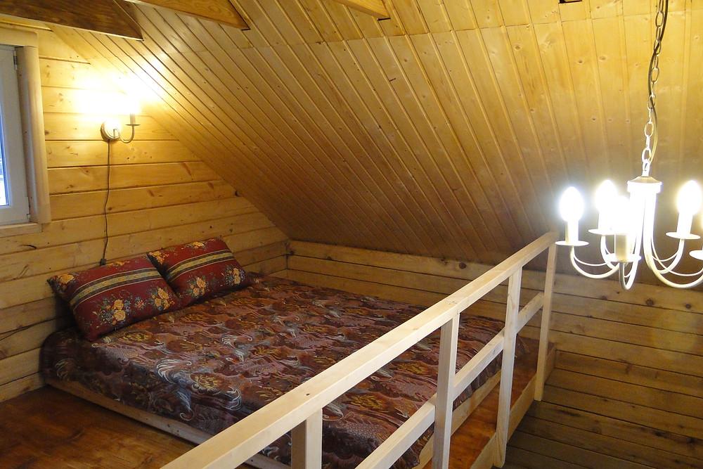 Спальные антресоли в маленьком доме