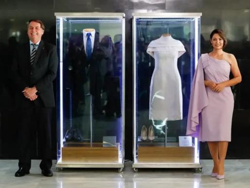 Bolsonaro inaugura exposição em sua própria homenagem