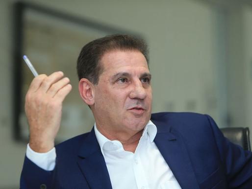 Vanderlan Cardoso defende senador flagrado com dinheiro na cueca