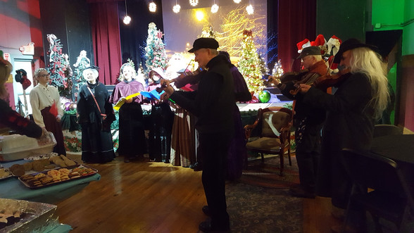 Coffeehouse fiddlers at Dicken's Xmas 2019