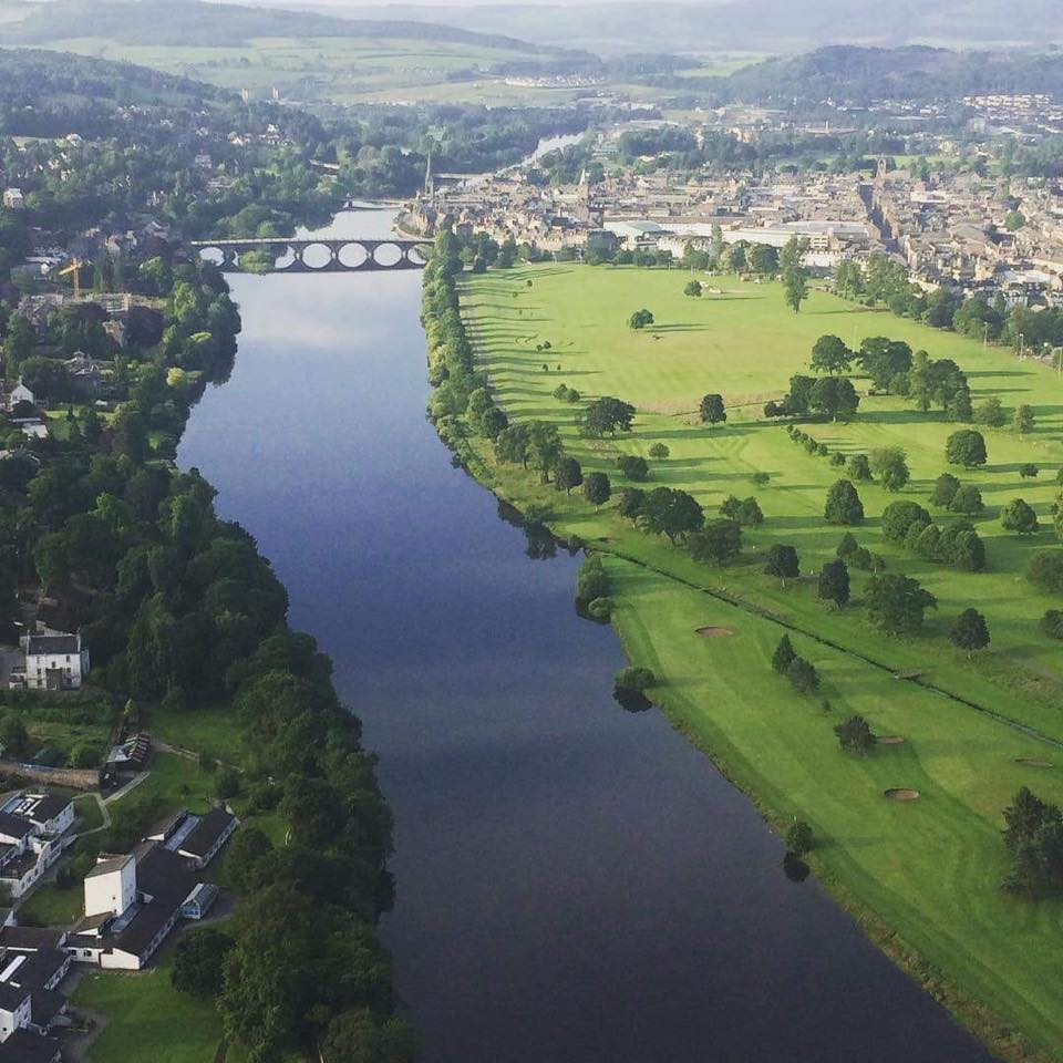 Golf on the banks of the Tay!