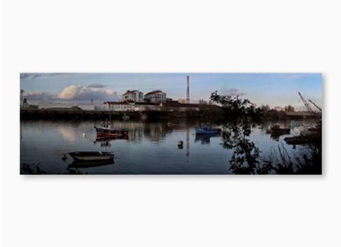 L'usine bleue Beghin-Say à Nantes vue de la Loire