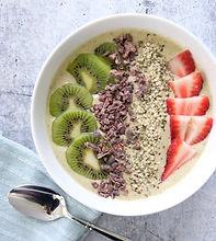 kiwi strawberry smoothiebowl.jpg