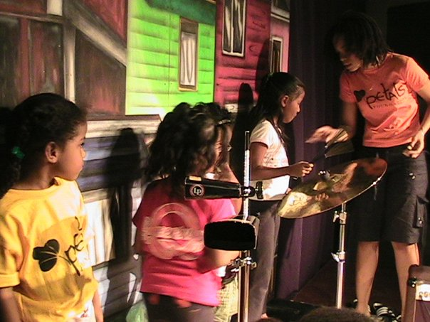 Leah_helps_the_children_of_Petals_TV_with_some_musical_directing._--_with_Leah_Dela_Rosa.
