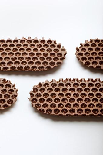 梱包材に着想を得たユニークな形状